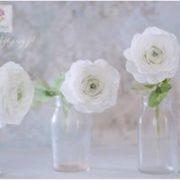 Białe kwiaty na tort