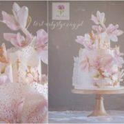 Różowy tort na komunię dla dziewczynki