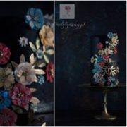 Czarny tort z kolorowymi kwiatkami