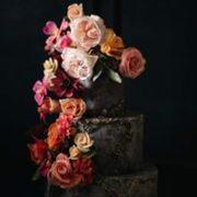Złoty tort z różami